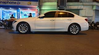 Bán xe BMW 320 i màu trắng