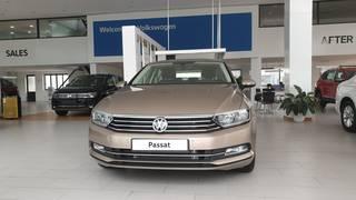Bán xe Volkswagen Passat GP màu vàng cát, nhập khẩu đức