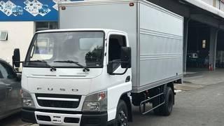 Bán xe tải 2.1 tấn Mitsubishi Fuso Canter 4.99 thùng kín ,sẵn màu Trắng
