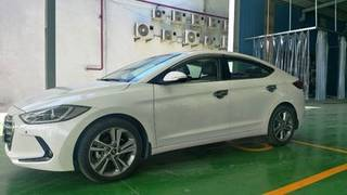 Hyundai elantra 2.0 màu trắng đăng ký 2018