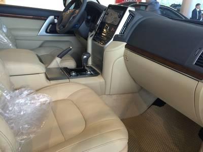 TOYOTA MỸ ĐÌNH Bán Land Cruiser 2019 nhập khẩu Land Cruiser 4.6 V8 đủ màu 2
