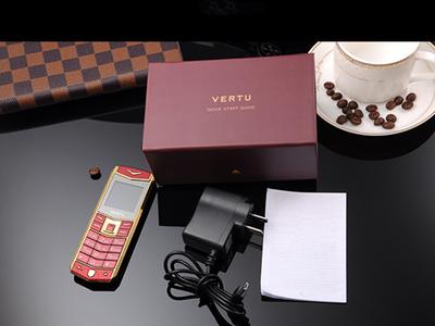 Điện thoại Vertu A8 dùng 2 sim,lịch lãm,đẳng cấp và sang trọng giá 790.000. LH 0909459649 8