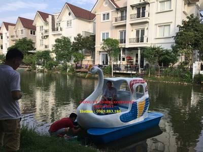 Chuyên cung cấp Thiên nga đạp nước , vịt đạp nước, thuyền câu 0
