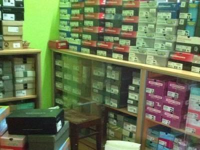 Cần sang toàn bộ hàng shop online giày chính hãng, xách tay từ Mỹ. 0