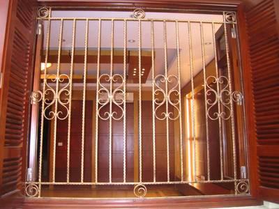 Cửa sổ sắt mỹ thuật, cửa sổ sắt bảo vệ 18