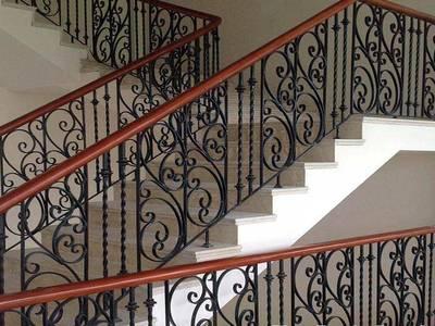Cầu thang sắt, ban công sắt đẹp tại hà nội 15