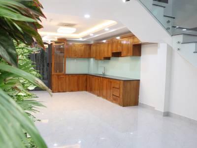 Bán nhà mới, vị trí đẹp, nội thất cao cấp nhập khẩu, Dương Quảng Hàm 5