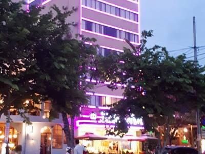 Khách sạn Rolex 3 sao trung tâm bên bờ sông Hàn Đà Nẵng 1