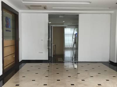 Cho thuê toà nhà Trung Yên 10 diện tích 95m2 x 6T, MT 6m có thang máy, sàn thông 2