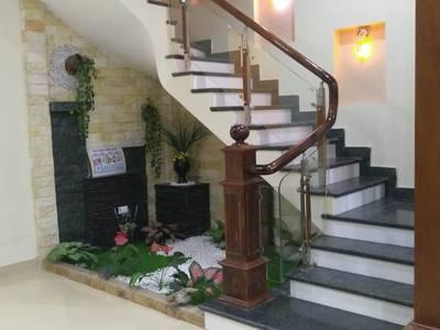 Cho thuê nhà khu HUD mặt vườn hoa 6 phòng ngủ 2