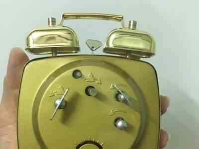 Đồng hồ kiểu cũ đồng hồ báo thức cơ 1