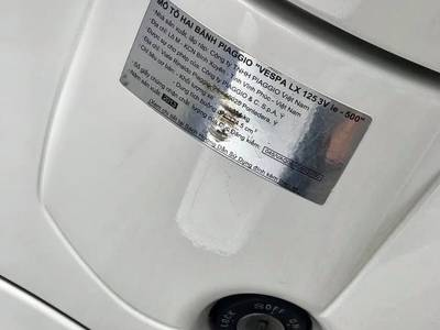 Bán Xe Vespa 125 Đời mới 3Vie màu trắng 2013 chính chũ. Giá 24tr5 5