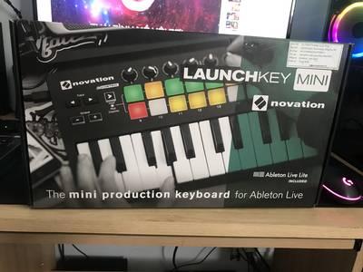 Cần bán 1 launchkey mini mk2 2