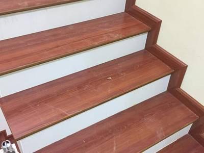 Cầu thang gỗ công nghiệp 0