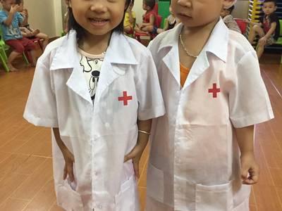Trang phục bác sĩ cho bé 2