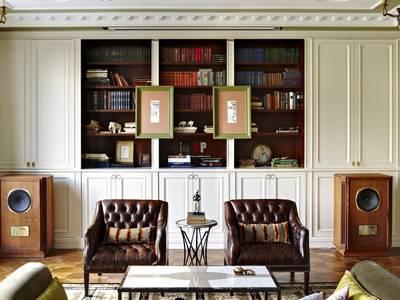 Tuyển chọn những mẫu bàn ghế phòng ngủ tân cổ điển đẹp 6