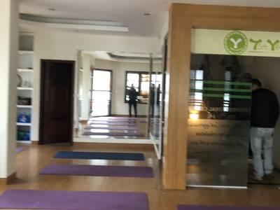 Cho thuê nhà khu phân lô Trần Đăng Ninh DT 80m2, 5 tầng, căn góc 2 mặt tiền 2