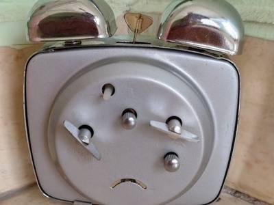 Các loại đồng hồ để bàn lên dây cót ko cần xài pin 8