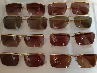 Có 8 cái kính cổ mạ vàng bọc vàng có đầy đủ các thương hiệu nổi tiếng trên toàn thế giới..vv 1