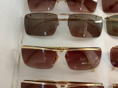 Có 8 cái kính cổ mạ vàng bọc vàng có đầy đủ các thương hiệu nổi tiếng trên toàn thế giới..vv 4