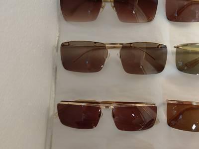 Có 8 cái kính cổ mạ vàng bọc vàng có đầy đủ các thương hiệu nổi tiếng trên toàn thế giới..vv 11