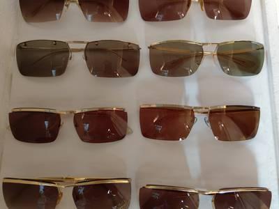 Có 8 cái kính cổ mạ vàng bọc vàng có đầy đủ các thương hiệu nổi tiếng trên toàn thế giới..vv 14