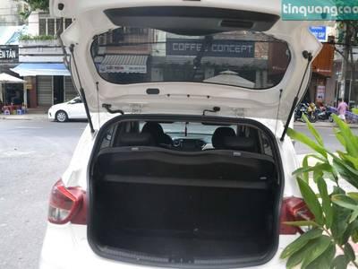 Bán xe Hyundai I10 hatback, màu trắng, số tự động, đời 2017. 2