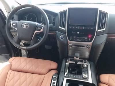 -Bán Toyota Landcruise VXS 5.7 autobiography MBS phiên bản 4 chỗ đẳng cấp 4