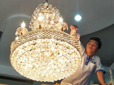Chuyên sửa chữa đèn chùm, đèn mâm led hiện đại, vệ sinh đèn trang trí, rửa đèn chùm tại TP HCM 0