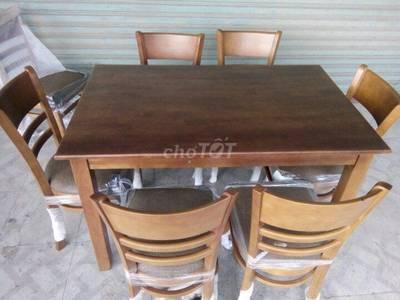 Bộ bàn ghế ăn gỗ có nệm 0