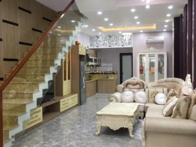 Nhà 3 tầng đường Dương Quảng Hàm cách ĐH Ngoại Ngữ chỉ 100m 0