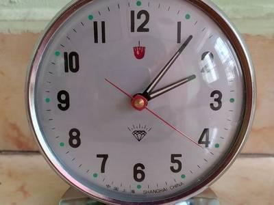 Các loại đồng hồ để bàn lên dây cót ko cần xài pin 0