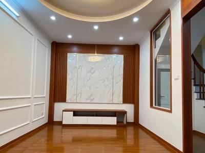 Bán nhà đẹp phố NGUYỄN LÂN .Diện tích 40m2. 5 tầng giá 5,8 tỷ 0