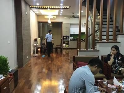 Bán nhà đẹp ô tô đỗ cửa 10m, phố Vũ Tông Phan, 36m2 x5 tầng 2