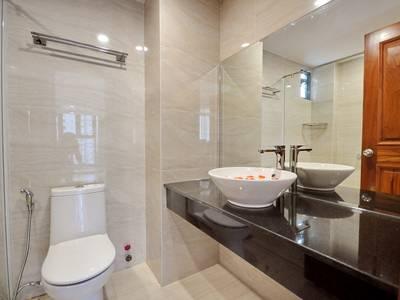 Cho thuê toà nhà nguyên căn mới 8 tầng 19 phòng trung tâm TP Nha Trang 1