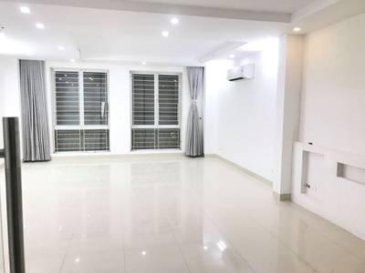 Cho thuê mặt phố Khúc Thừa Dụ. DT 60m2 x 6 tầng, thang máy, sàn thông, mặt tiền 5m kinh doanh tốt 2