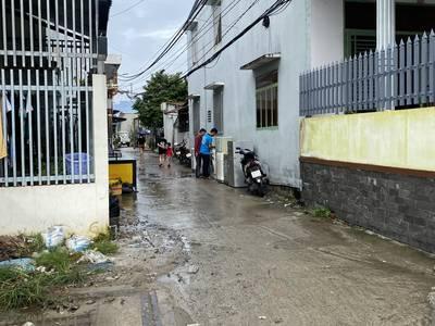 - bán nhà mới xây một trệt một lầu   -nhà 2 mặt tiền lộ 4m 1