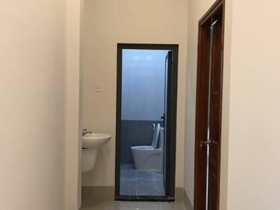 - bán nhà mới xây một trệt một lầu   -nhà 2 mặt tiền lộ 4m 4