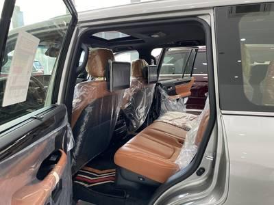 Lexsus LX570 Super Sport sản xuất 2020 màu vàng, xe có sẵn giao ngay. 11