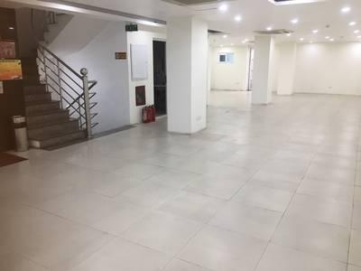 Chủ nhà cho thuê 57 và 160m2 tại nhà VP 8 tầng số 62 đường đôi Yên Phụ. LH chính chủ 17