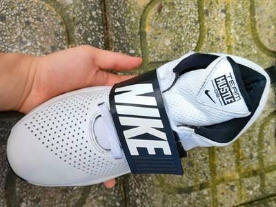 Giày Nike Team Hustle D8, 881941-100 2