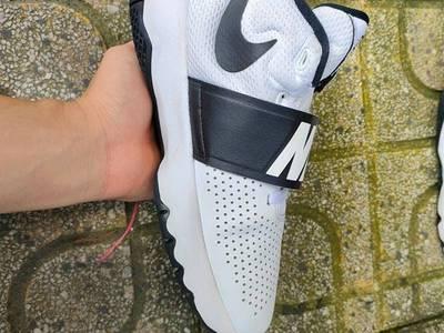 Giày Nike Team Hustle D8, 881941-100 1