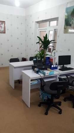 Cho thuê nhượng  lại văn phòng 150m2 đẹp, sạch sẽ, và bán lại bàn ghế làm việc và điều hoà.