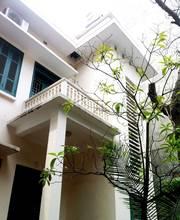 Bán nhà biệt thự kiểu Pháp 2 tầng với vườn bao quanh trên tổng diện tích đất 200m2