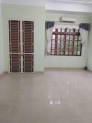 Cho thuê nhà đẹp 3,5 tầng, giá 12 triệu/tháng, khu vực Quán Nam. Gần KTX Hàng Hải, mặt tiền 5m