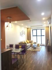 Bán căn hộ 2 ngủ 78,7m2, tầng trung, full nội thất, giá 2,4 tỷ.