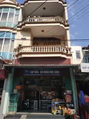 Cần bán nhà 3 tầng mặt tiền rộng gần chợ Quán Toan