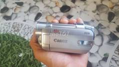 Máy quay Canon fs10