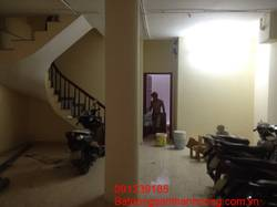 Cho thuê chung cư Mini thang máy mặt hồ hoàng cầu đủ đồ DT 30m2 giá 6tr