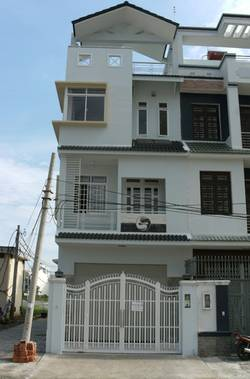 Nhà 2 mặt tiền mới XD, 3 tầng, gần Metro Q2, cho thuê gía rẻ  For Rent With Reasonable Price